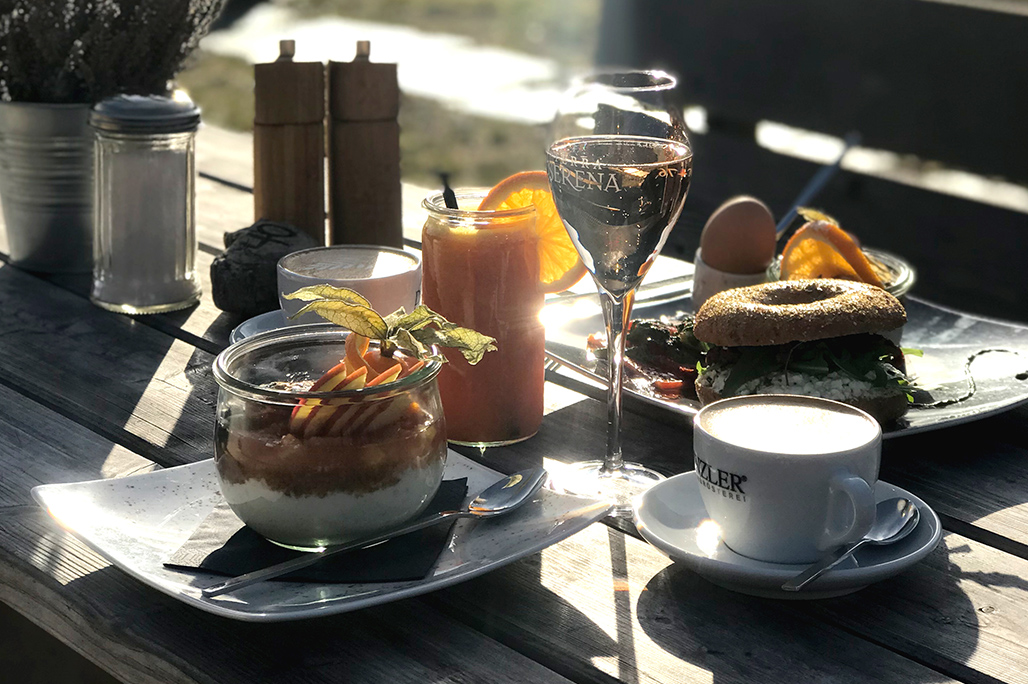 SLYRS Caffee und Lunchery